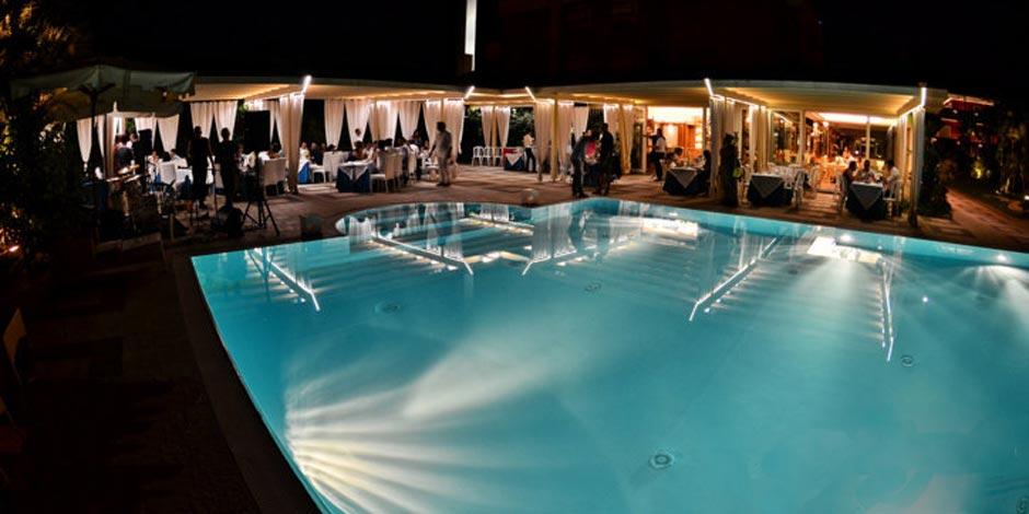 Hotel 3 stelle con piscina e ristorante per cerimonie di for Addobbi piscina per matrimonio
